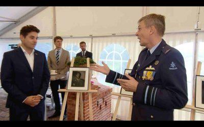 Portretten uitgereikt aan commandanten