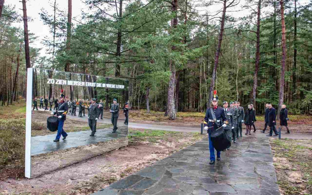 Eerste teraardebestelling op de Nationale Veteranenbegraafplaats Loenen